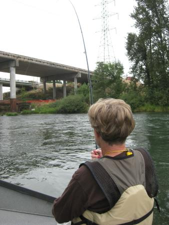 Willamette River bike trail: Fishing along the bike path