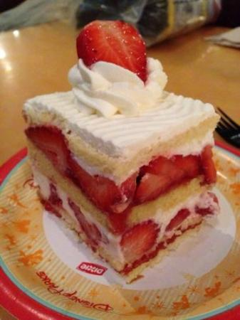 Yummy strawberry cake! Great snack made with fresh fruit