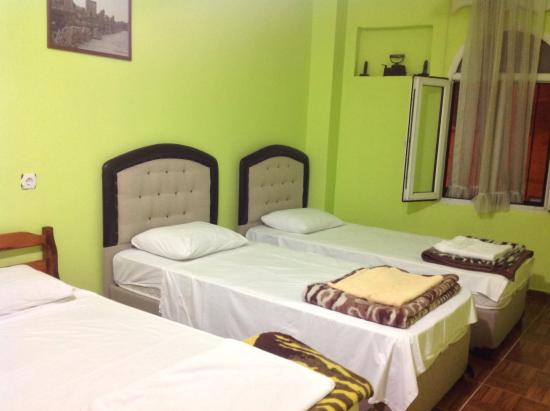 Anz Guesthouse: Triple room at Anz hotel guest house