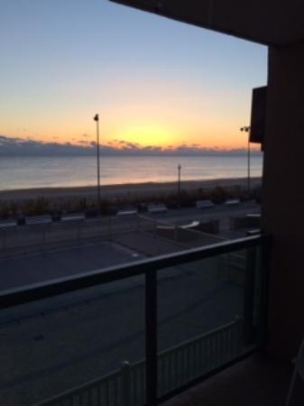 Atlantic Sands Hotel & Conference Center: Sunrise from our balcony