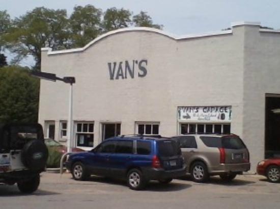 Leland, MI: Van's Garage