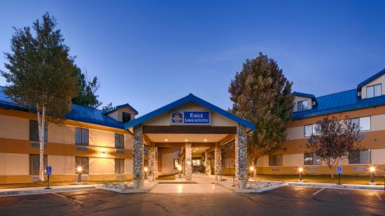 Best Western Plus Eagle Lodge & Suites: Eagle Lodge & Suites at Dusk