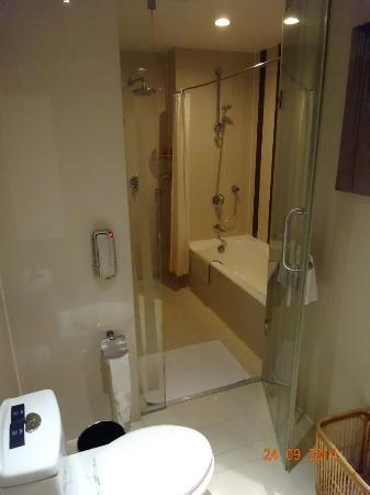 Grand Metropark Hotel Suzhou: bath shower