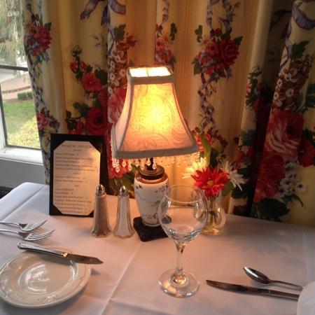 The English Inn: dining room