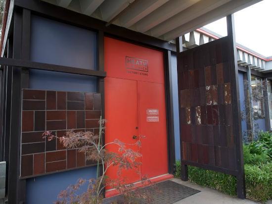 Heath Ceramics : 玄関