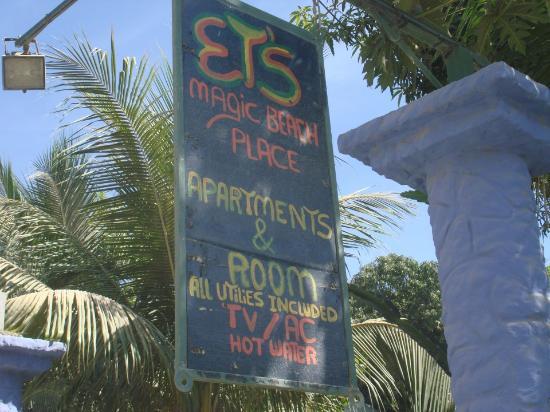 Playa Santa Teresa : Rotulo frente a carretera
