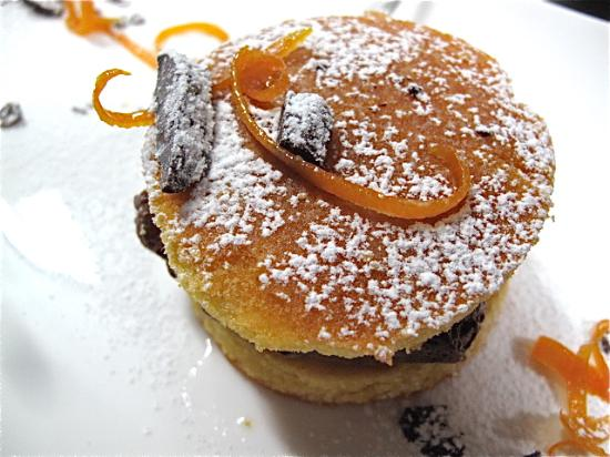 Ristorante Vineria Bar CARACENI: Mousse di torrone Nurzia con pan di Spagna allo zafferano di Navelli  e arance candite
