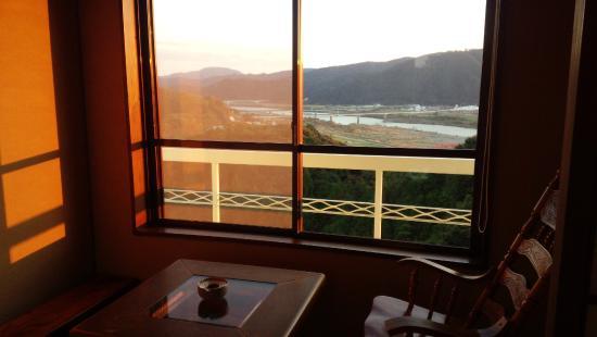 Anjuan: 窓からの景色