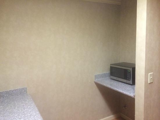 BEST WESTERN Brentwood: microwave