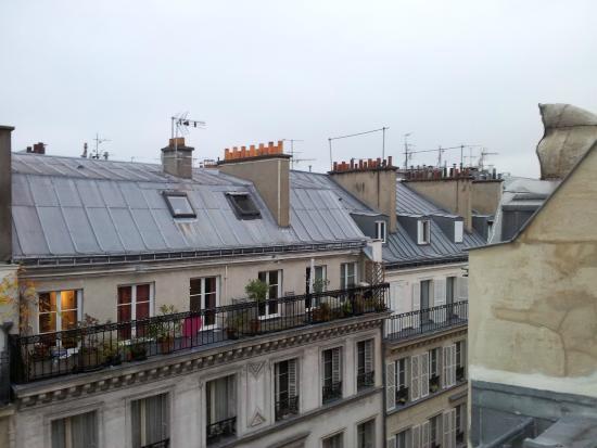 vue sur les toits de paris picture of hotel timhotel. Black Bedroom Furniture Sets. Home Design Ideas