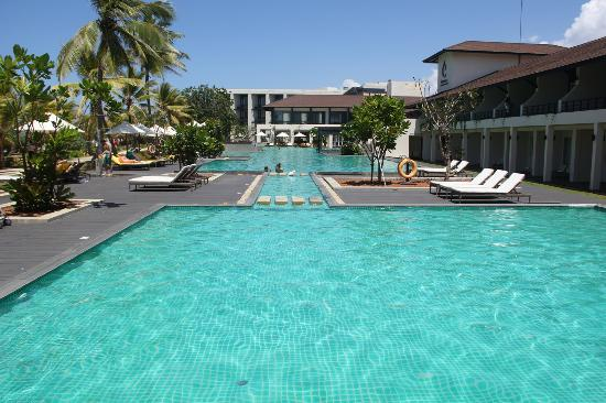 Centara Ceysands Resort Spa Sri Lanka Pool Area Bentota Beach Runs Alongside Hotel