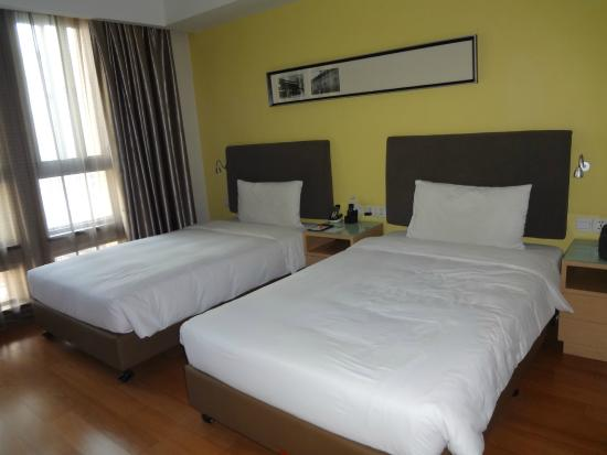 Citadines Xingqing Palace Xi'an: Spacious and well placed beds
