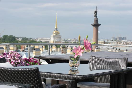 Bellevue Brasserie : Magnificent view to the historical heart of St. Petersburg