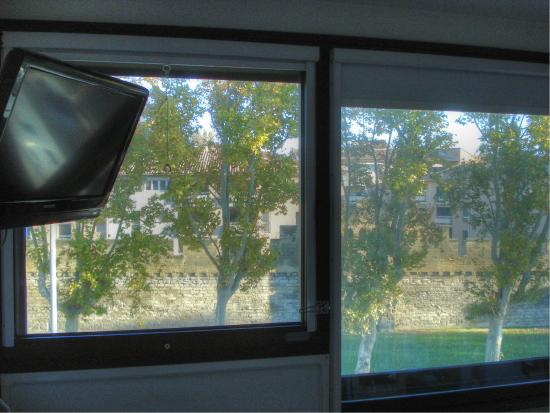 Ibis Budget Avignon Centre : Vista de la Muralla desde la habitación