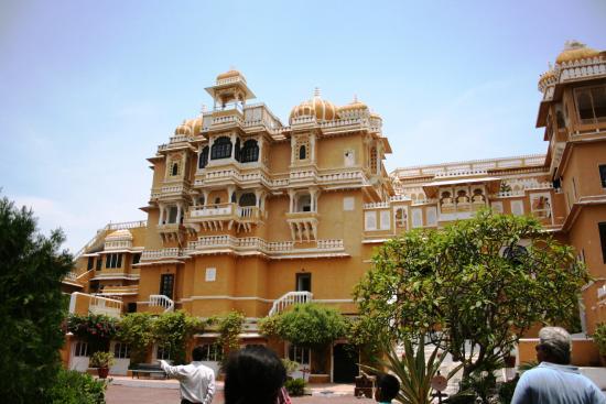 RAAS Devigarh : Mahal