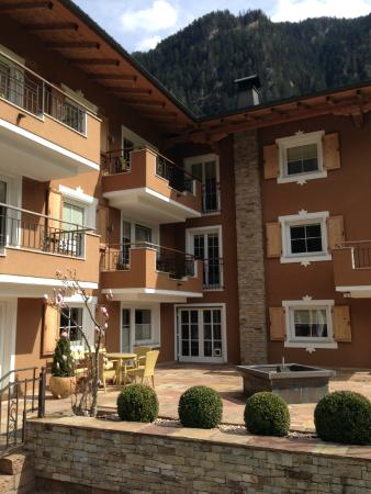 Apart Hotel garni Therese: On Arrival - lovely sunny day