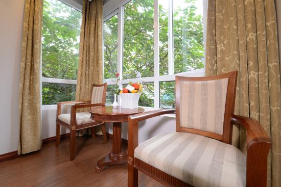 Golden Legend Hotel: Room with big window