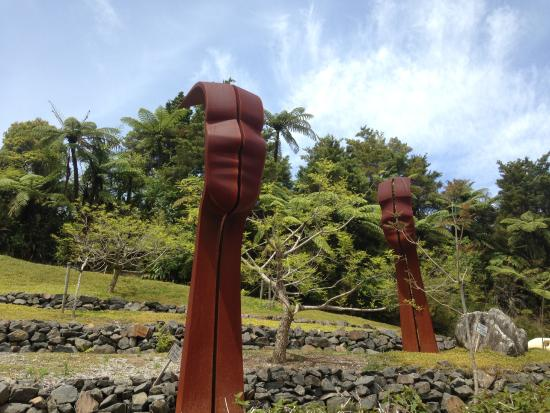 Whananaki, Новая Зеландия: Amazing art - giant sculptures