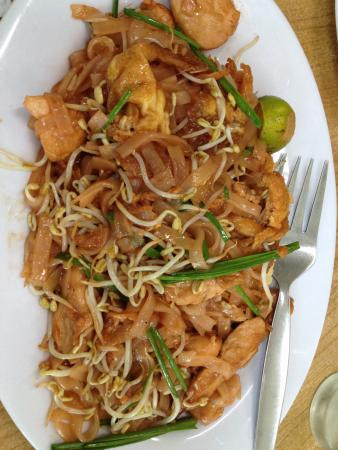 Som's Noodle House: Pad thai... Don't try! 😁