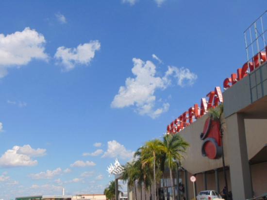 Shopping simpático em Andradina