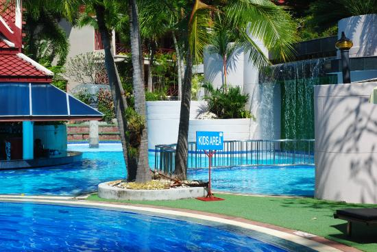 Krabi Thai Village Resort : Pool side