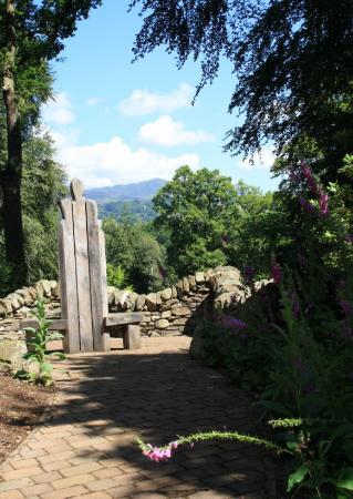 Explorers 39 Garden At Pitlochry Theatre Skottland Omd Men