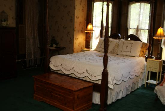 Kimmell, IN: Master Suite