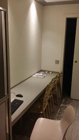Princesa Munia Hotel & Spa: l'area spazio ufficio nel corridoio di passaggio...