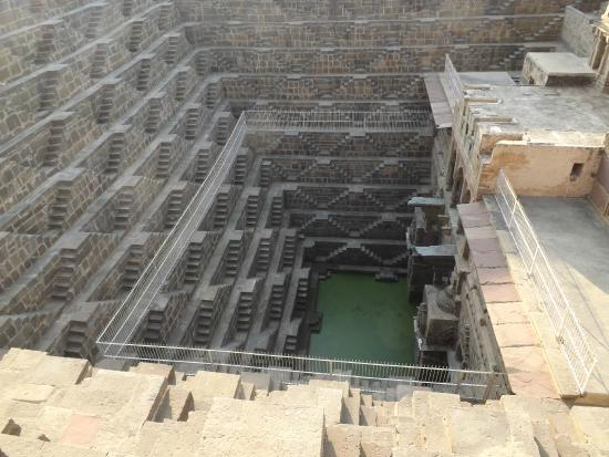 Abhaneri, الهند: stepwell 2