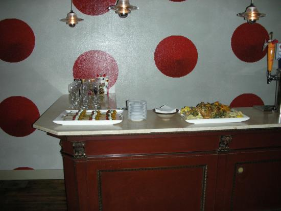 204 Main Bar & Bistro: Hors d'Oeuvres upon arrival