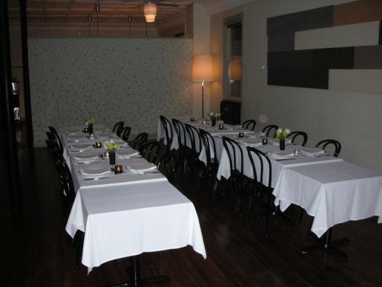 204 Main Bar & Bistro: Elegant Family Style Set Up
