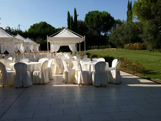 Villa Anton : Zona giardino per buffet/antipasti della sala superiore