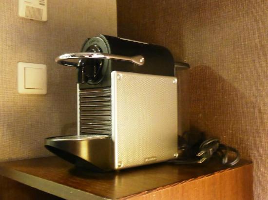 Hotel Gracery Tamachi: Coffee Machine