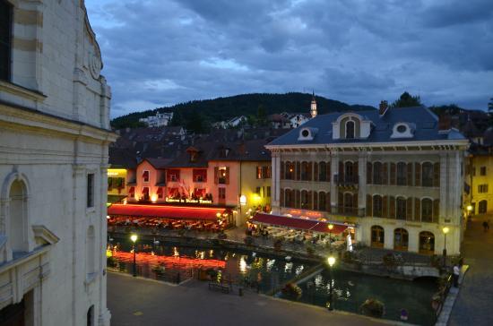 Hotel de Savoie: Незабываемый теплый осенний вечер