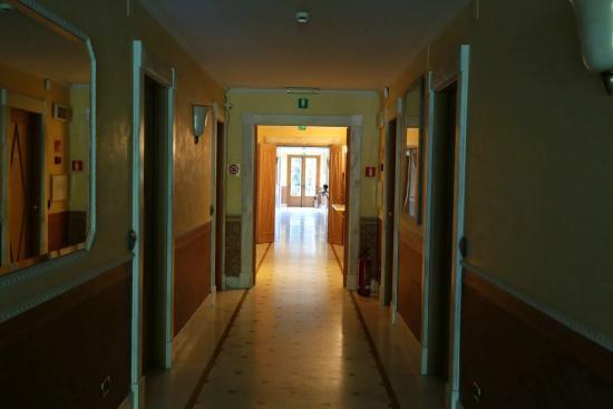 Park Hotel Villa Ariston : Коридор, мрамор