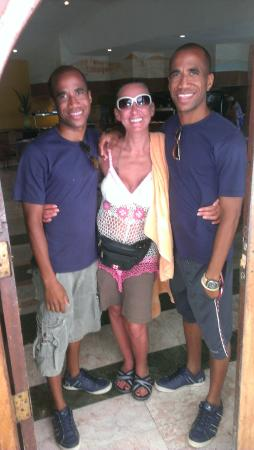 Hotel Colonial Cayo Coco : the twins on entertainment staff