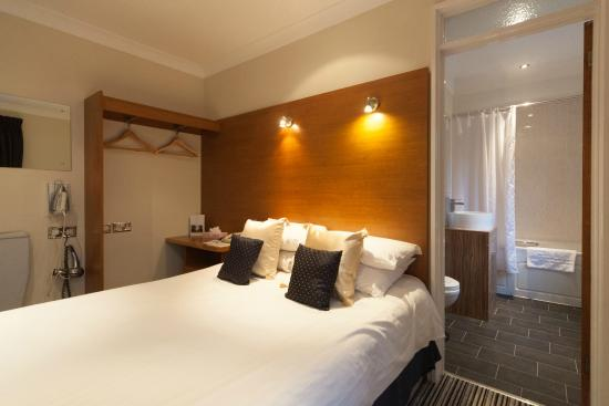 Dunchurch Park: Newly refurbished standard bedroom in Rochford Court
