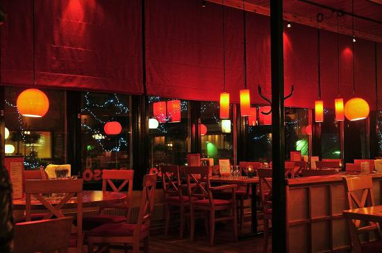 Lappeenranta, Finlande : Интерьер ресторана, вечером