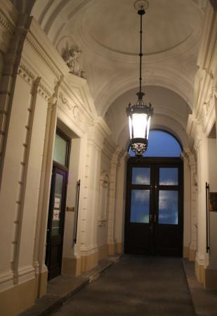 Pension Residenz: Building Lobby entrance