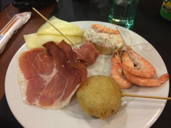 Las Palomas Buffet & Tapas : Gambas, jamón, pincho