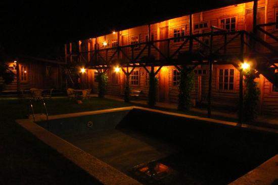 Hotel El Barranco: Patio interior (la pisina estab asin agua)
