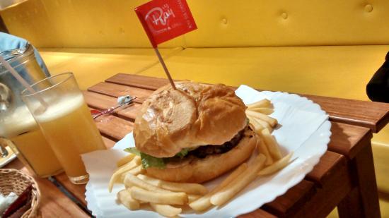 Ray Burger & Grill