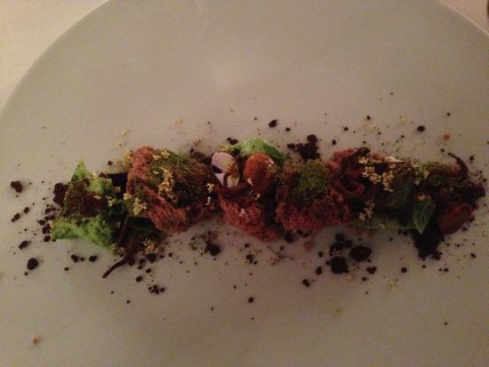 cucina cereda dessert con cioccolato spuma alla menta e fiori