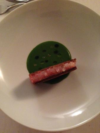 cucina cereda sandwich di gamberi su crema verde