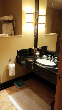 JW Marriott Hotel Jakarta: BATHROOM