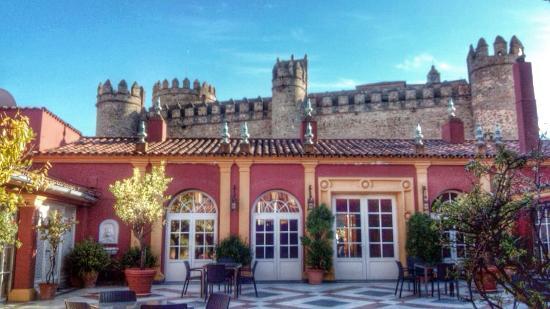 Hotel Huerta Honda: El patio