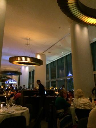 Skylon Restaurant, Bar & Grill: restaurant
