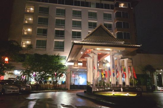 Buri Sriphu Boutique Hotel : Outside the lobby