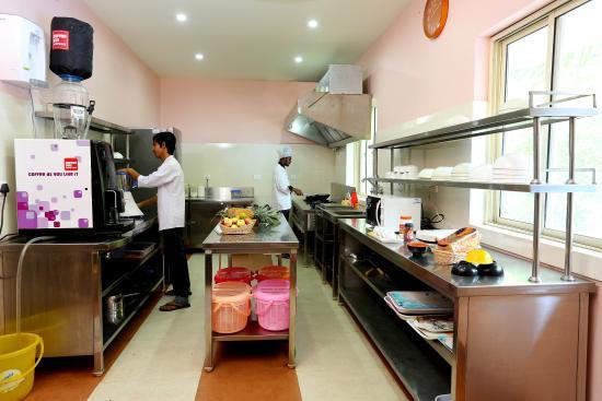 Asokam Beach Resort: Kitchen