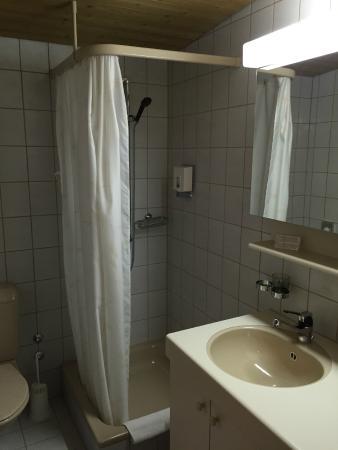 Seehotel Bönigen: bathroom